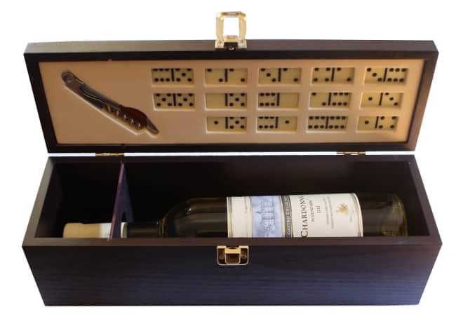 kazeta domino na 1 láhev,s vývrtkou a kostkami na domino(14 kostek)