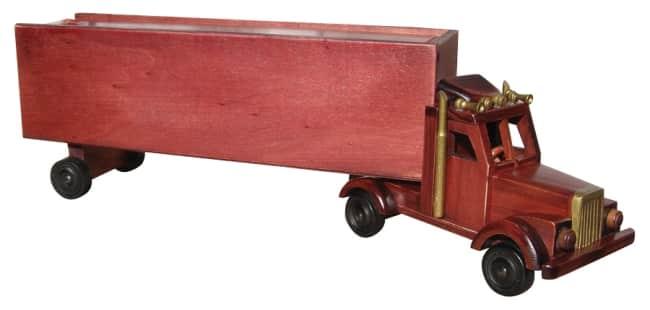 dřevěný kamion na víno