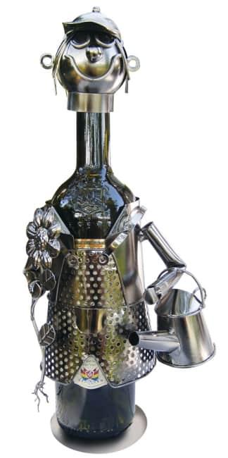 Kovový stojan na víno, motiv zahradník s konvičkou
