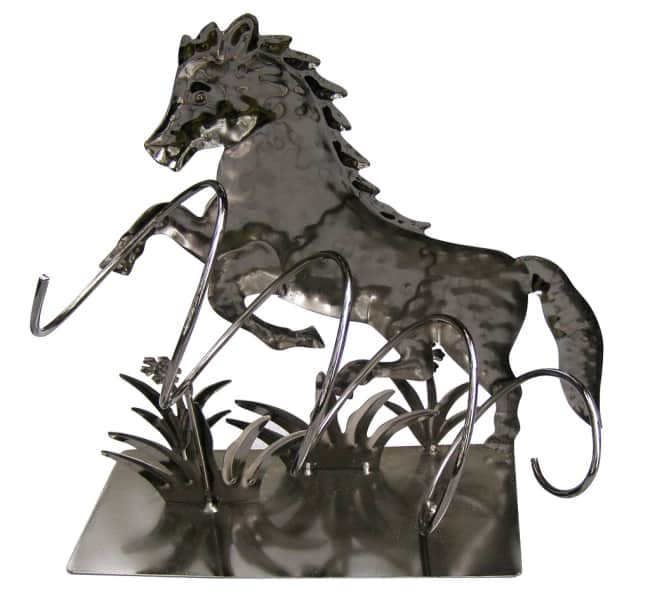 Kovový stojan na víno, motiv kůň