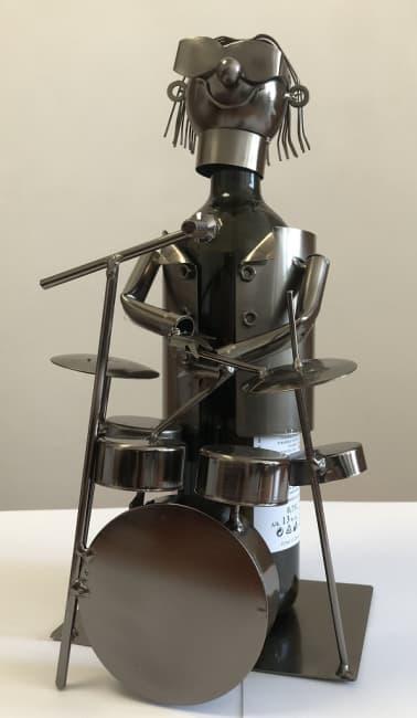 Kovový stojan na víno, motiv bubeník