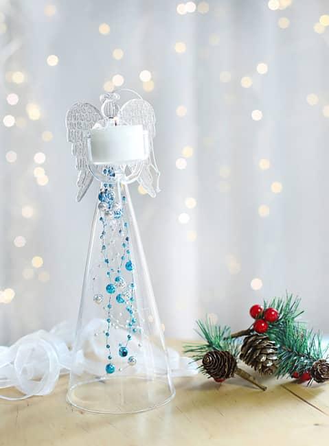 Anděl čirý s modrými skleněnými perlami na čajovou svíčku, výška 25cm