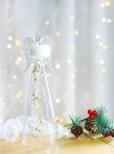 Anděl čirý se skleněnými zlatými perlami na čajovou svíčku, výška 25cm