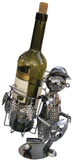 Kovový stojan na víno, motiv vinař s nůší