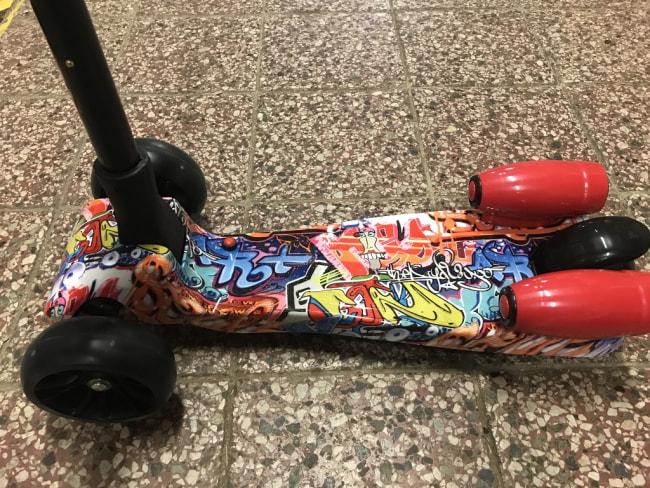 dětská koloběžka scooter, motiv Graffity