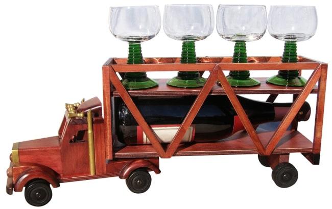 dřevěný náklaďák na víno