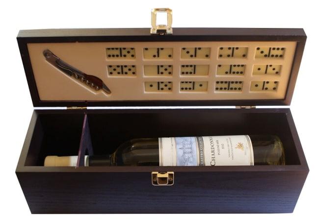 kazeta domino na 1 láhev s vývrtkou a kostkami na domino(14 kostek)