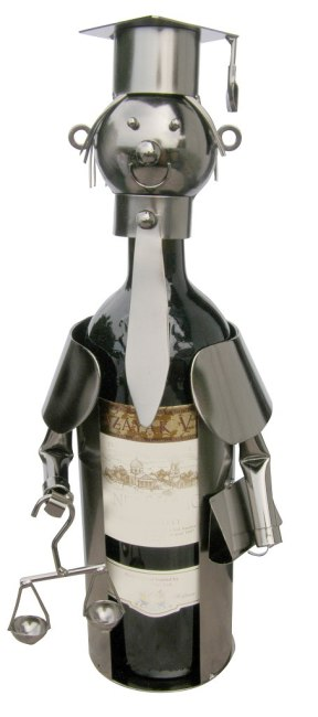 Kovový stojan na víno, motiv justice